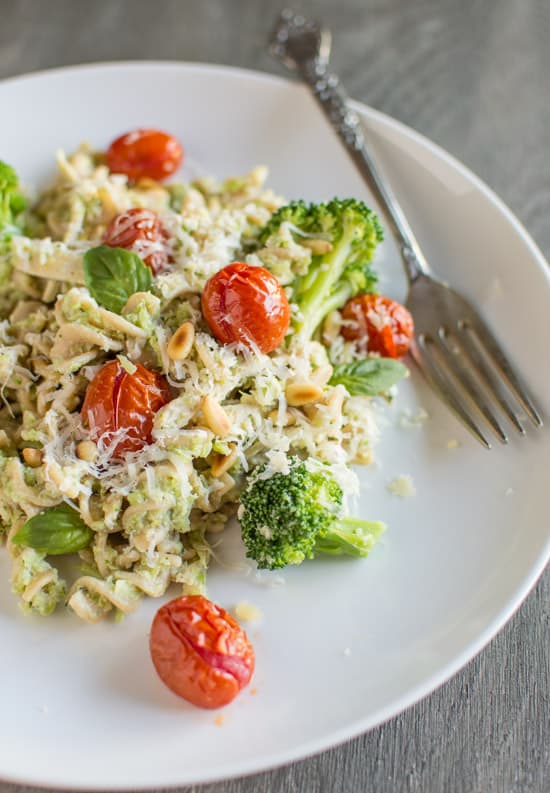Chicken Fusilli with Broccoli Pesto and Roasted Tomatoes | healthynibblesandbits.com