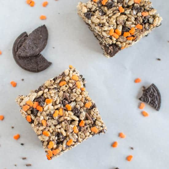 Pumpkin Spice Rice Krispies with Oreos | healthynibblesandbits.com