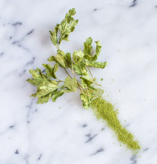 How to Make Herb Powder   healthynibblesandbits.com