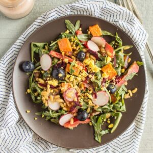 Delicious and hearty Kamut Salad with Creamy Chipotle Dressing | healthynibblesandbits.com