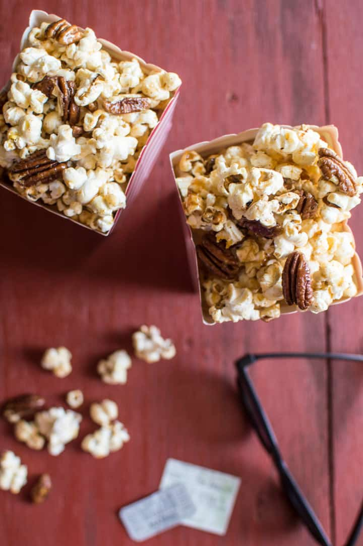 Bourbon Vanilla Paprika Popcorn - a healthy caramel popcorn made with NO REFINED SUGAR and ready in 30 minutes! | healthynibblesandbits.com