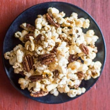 Bourbon Paprika Pecan Popcorn - a healthy caramel popcorn made with NO REFINED SUGAR and ready in 30 minutes! | healthynibblesandbits.com