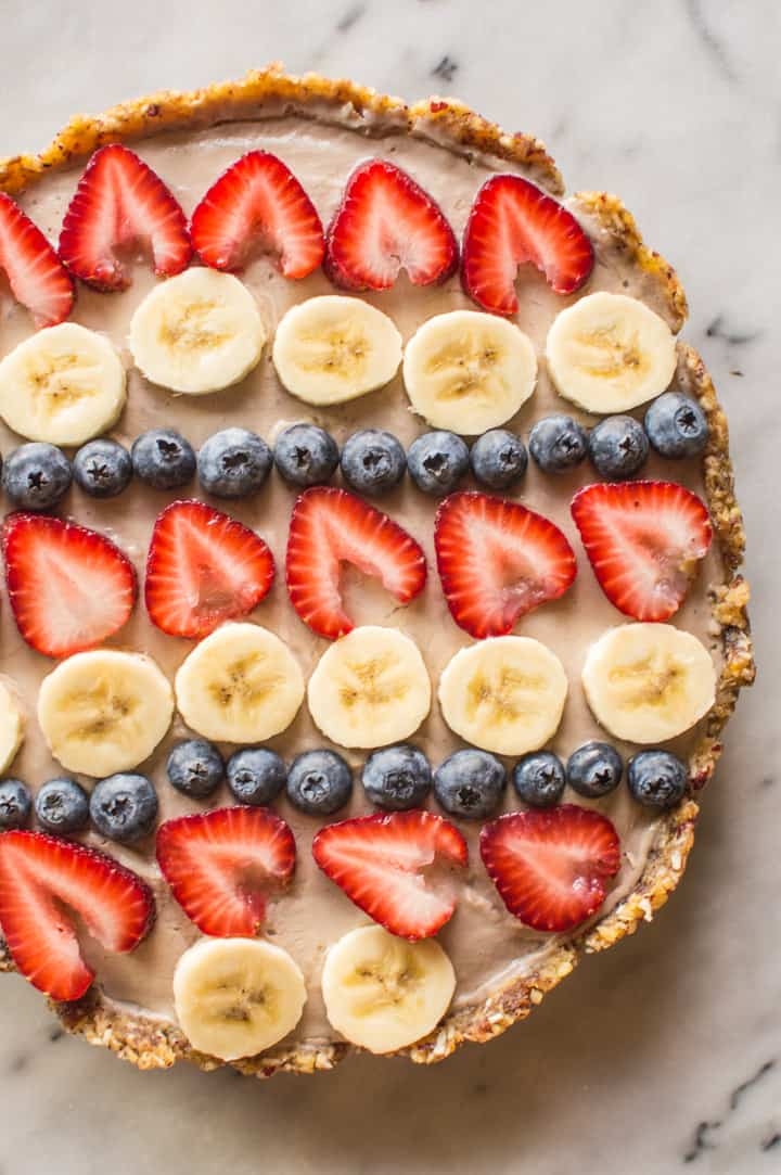 Vegan Banana Cream Pie - delicious, creamy pie with an easy prep! | healthynibblesandbits.com