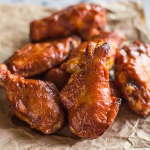 Baked Peach BBQ Chicken Wings - naturally sweetened with peaches and apple cider ONLY! paleo, gluten-free | healthynibblesandbits.com