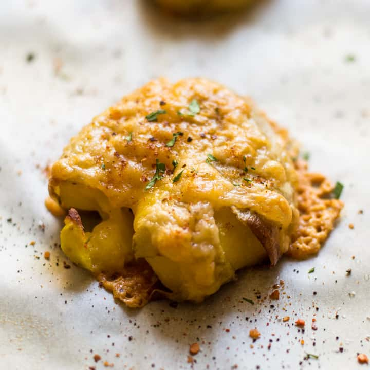 Smoked Gouda Smashed Potatoes - this side dish is perfect for weeknights or for game day! | healthynibblesandbits.com