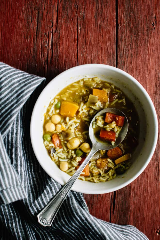 Vegan Mulligatawny - a hearty, curried soup that is perfect for cold winter nights | by Lisa Lin of healthynibblesandbits.com
