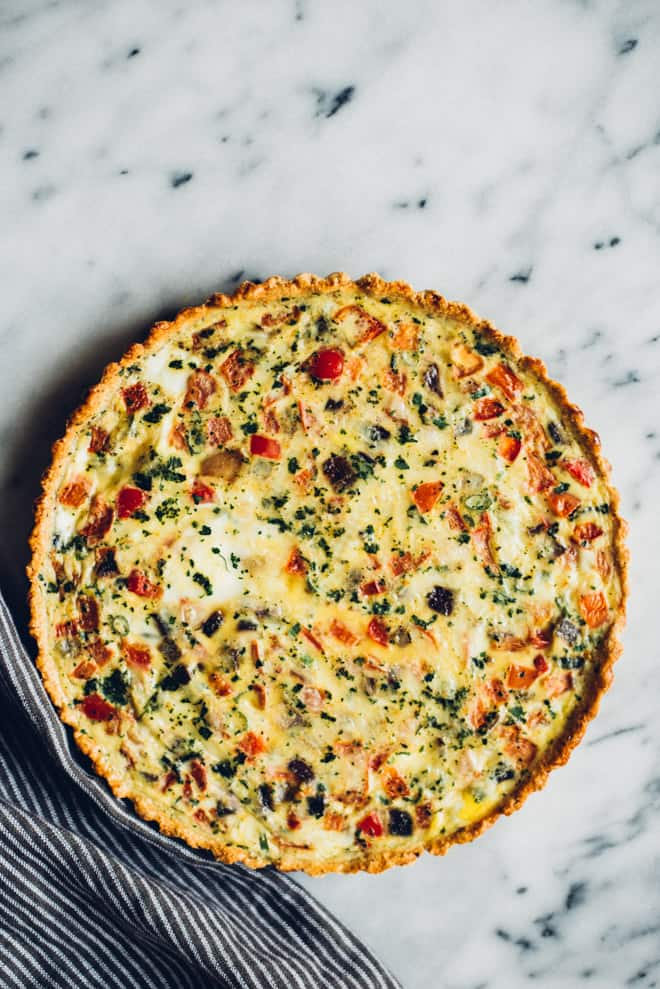 Mexican Quiche with Oat and Almond Crust - this healthy quiche is filled with Mexican flavors and an easy press-in oat and almond crust! by Lisa Lin of healthynibblesandbits.com