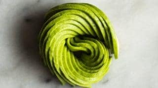 An easy tutorial and video on how to make an avocado rose! by @healthynibs