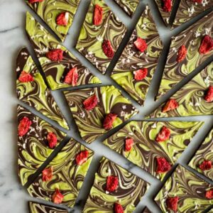 This easy matcha chocolate bark is made with just 6 ingredients! by @healthynibs