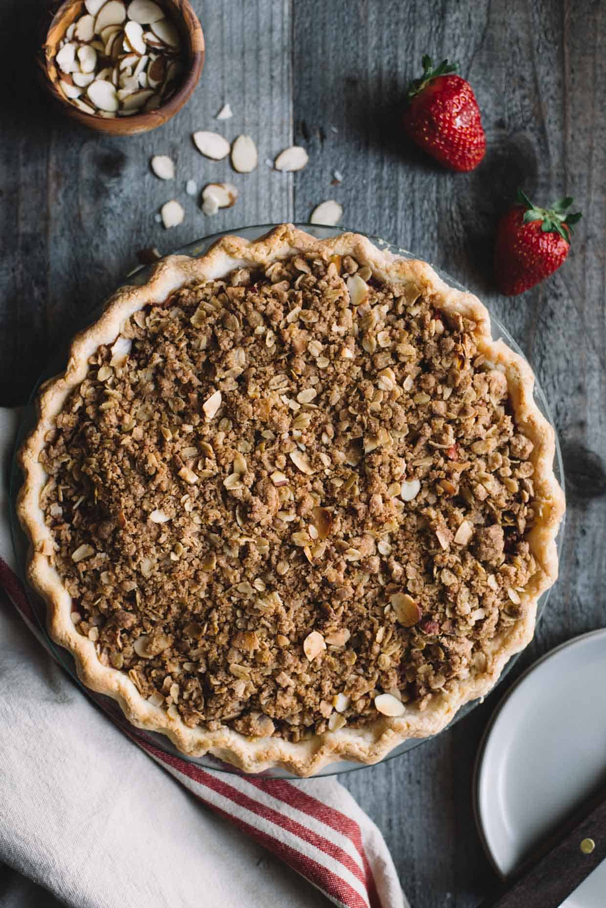 Gluten-Free Strawberry Rhubarb Pie with Crumb Topping - delicious spring pie by @lisalin8