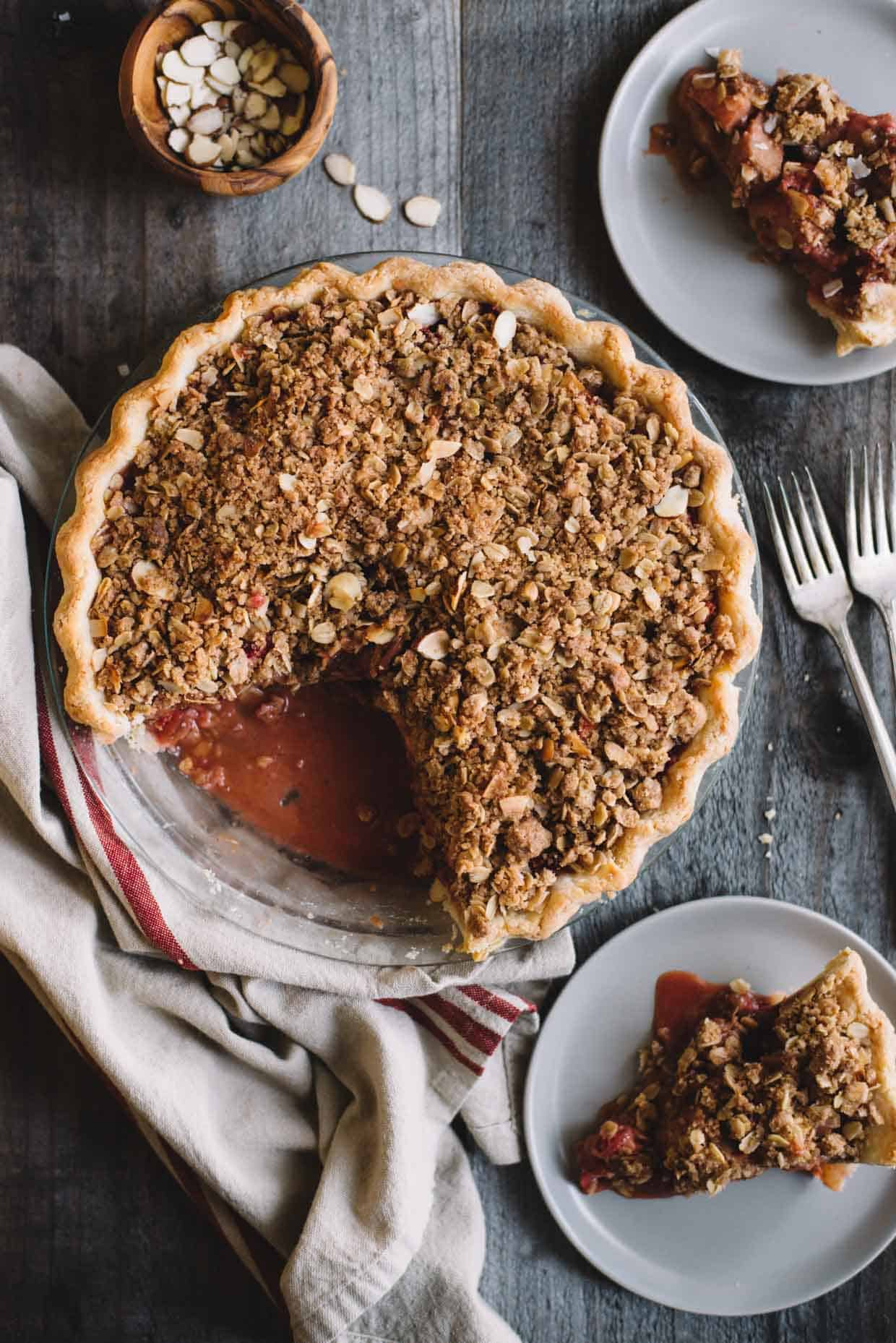 Gluten-Free Strawberry Rhubarb Pie with Crumb Topping - delicious spring pie by @healthynibs
