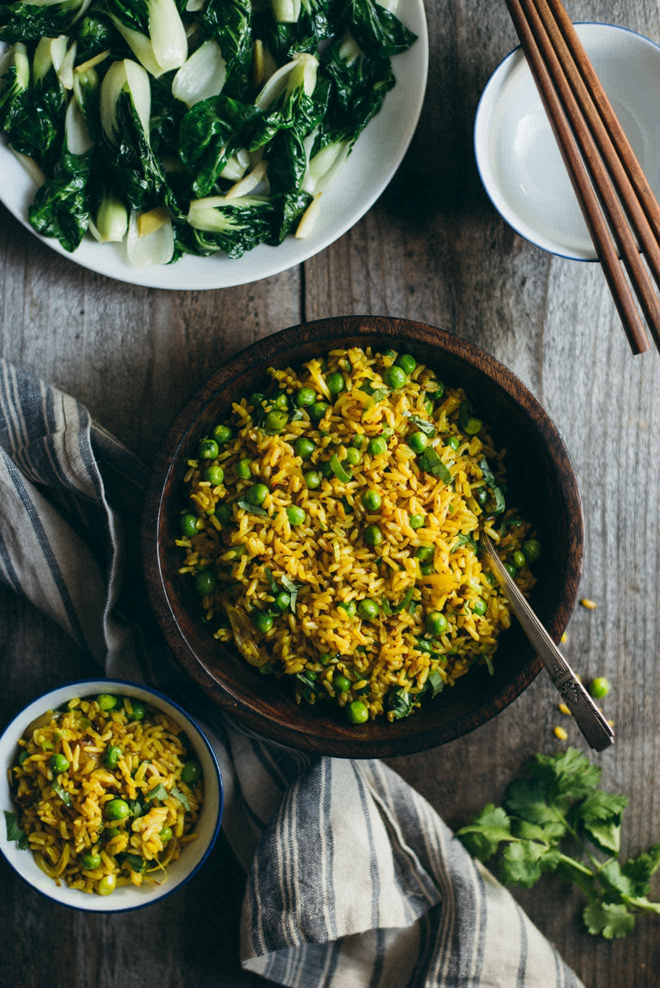 Burmese Fried Rice - a quick and healthy vegan fried rice with shallots, peas, and turmeric! #VEGAN
