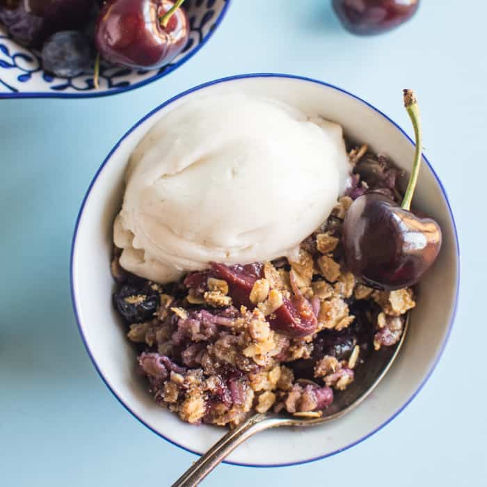 Vegan Peach, Cherry, and Blueberry Crumble by @healthynibs