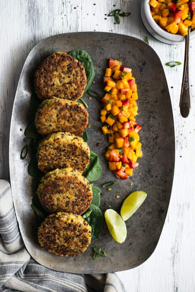 Healthy Quinoa Cakes with Chickpeas and Mango Salsa - these protein packed cakes are great as an appetizer or a meal! #glutenfree