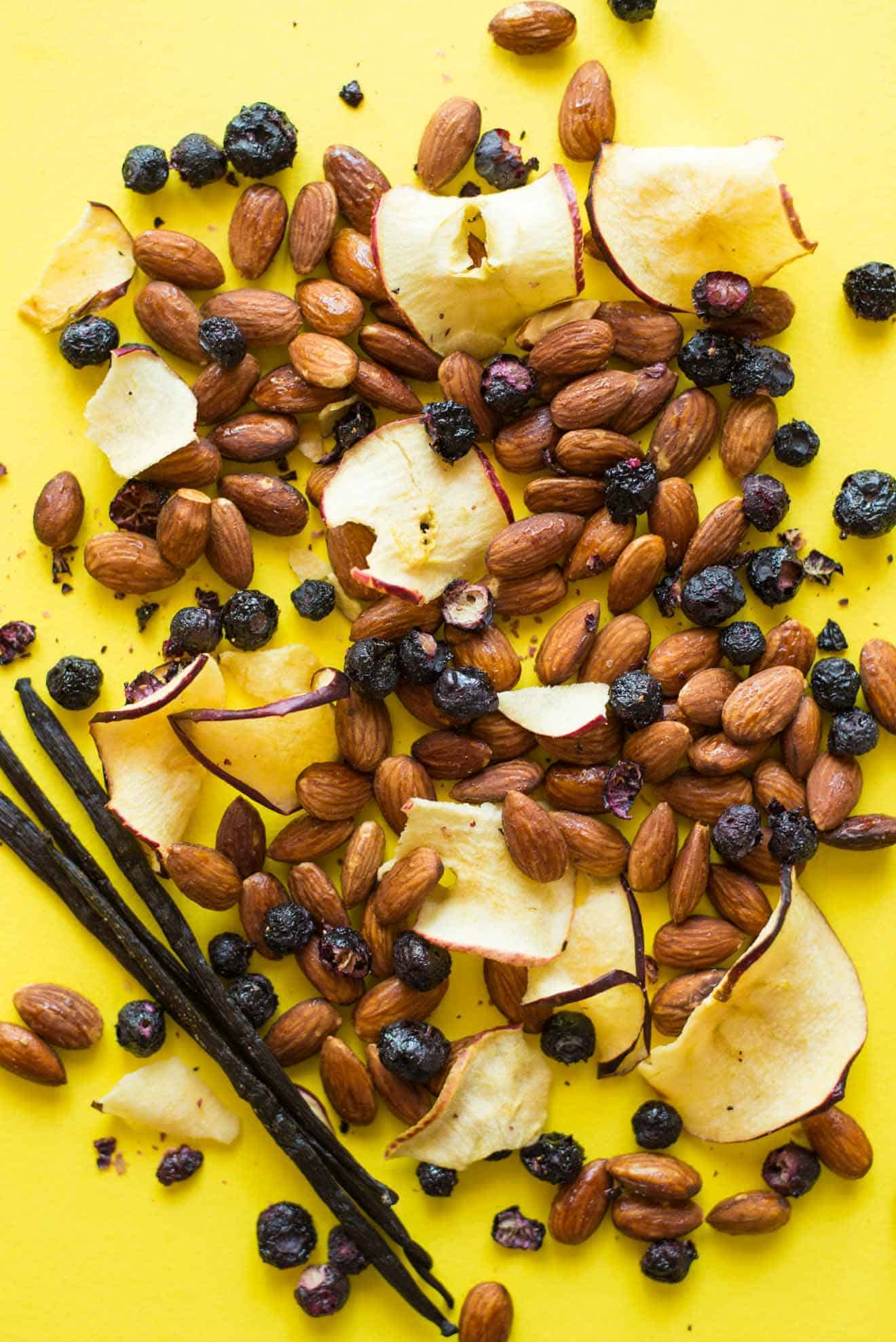 4 Easy Trail Mix Recipes with Almonds - here's 4 healthy snacks that you can make at home! They're gluten free and take only 30 minutes to prepare! by @healthynibs