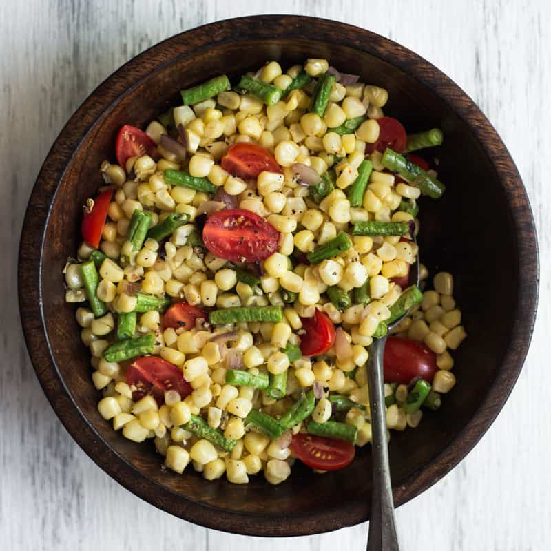 Corn Salads are a great, easy dish to cook in July! by @healthynibs