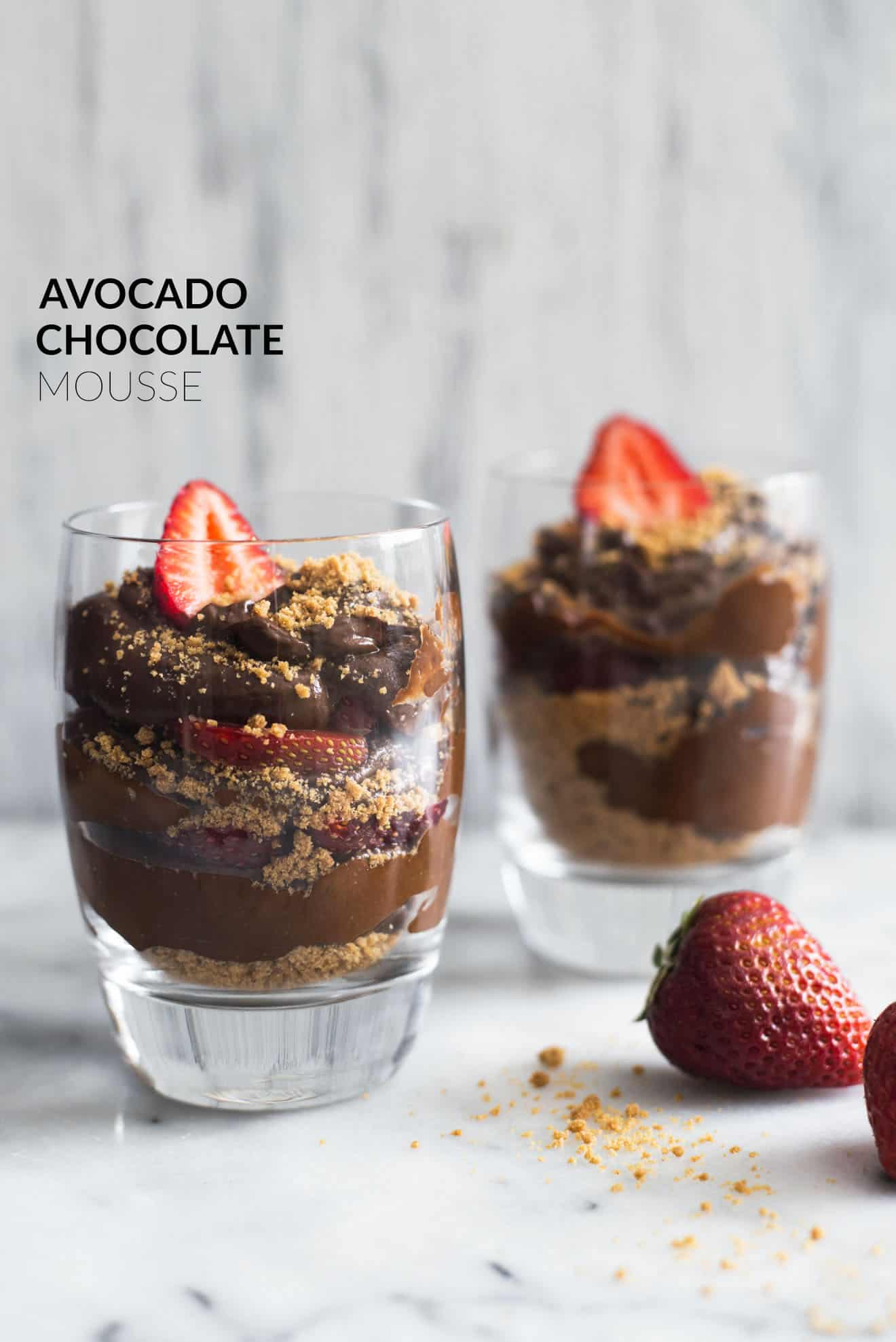 Avocado Chocolate Mousse with Graham Cracker Crust - This healthy avocado chocolate mousse is the perfect dessert. Requires only 6 ingredients to make! by @healthynibs