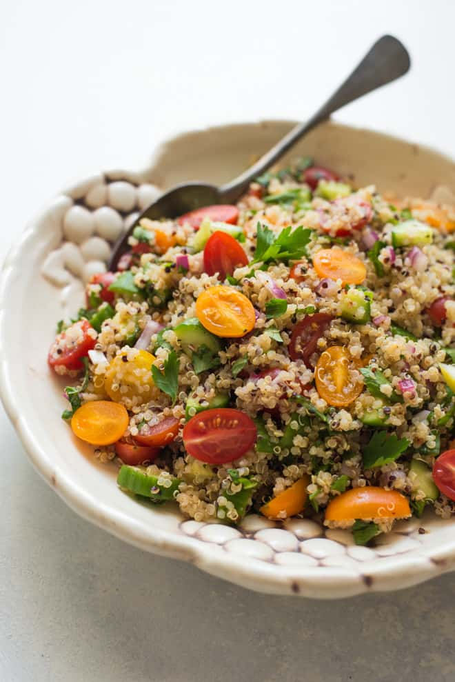 Quinoa Tabbouleh Salad - This is an updated version of the classic Middle Eastern salad. It's fresh, light and made with a few ingredients: quinoa, parsley, mint, tomatoes, onions, lemon juice and olive oil! by @healthynibs