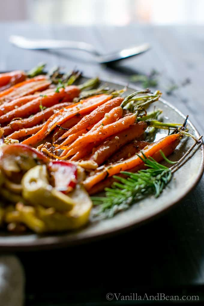 Maple Roasted Apples & Carrots from @vanillaandbean
