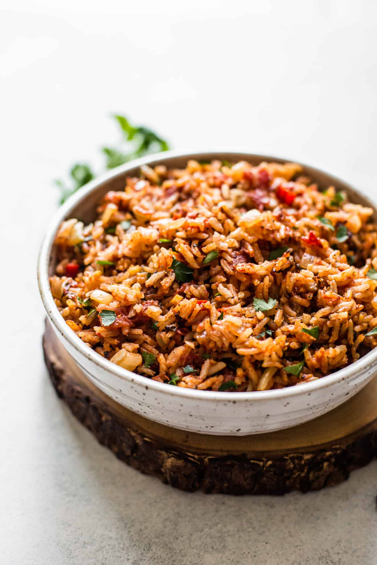 Filled with tomatoes, onions and spices, this jollof rice is ready in 45 minutes!