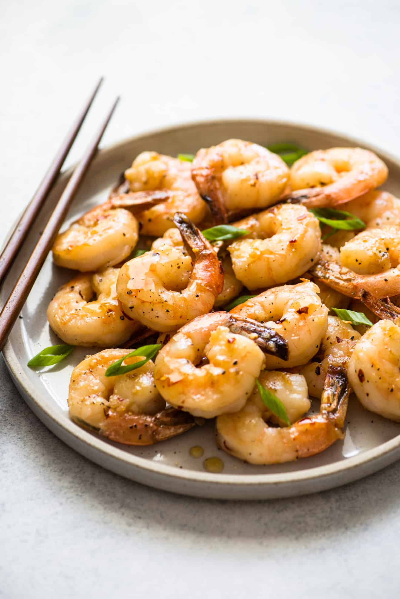 This mouth-watering Honey Chili Garlic Shrimp takes only 15 minutes to make!
