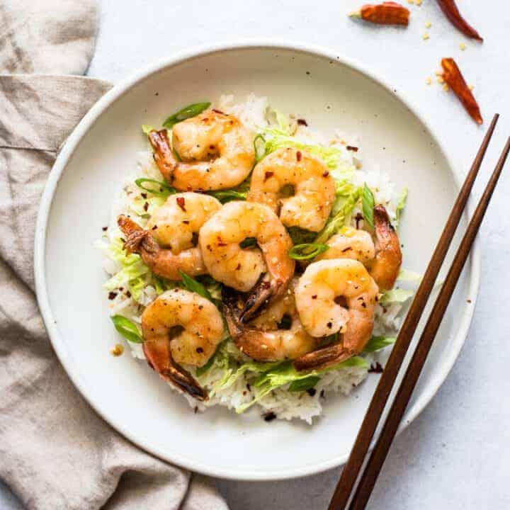 Honey Chili Garlic Shrimp: This mouth-watering Honey Chili Garlic Shrimp takes only 15 minutes to make! (gluten free)