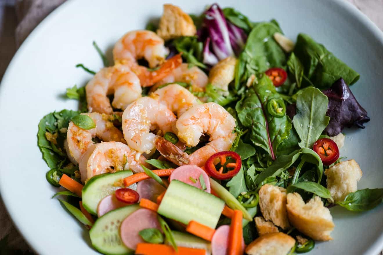 Banh mi salad lemongrass shrimp 5 healthy nibbles bits banh mi salad with lemongrass shrimp shallot vinaigrette the perfect light healthy lunch sisterspd