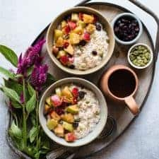 HEALTHY Cinnamon & Cardamom Apple Muesli - an easy breakfast that's perfect for weekdays! #healthy #glutenfree #breakfast #mealplanning