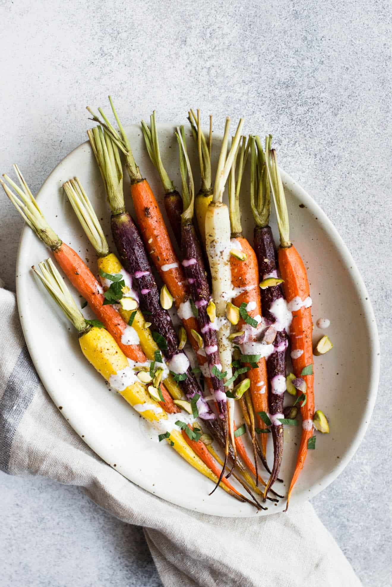 Za'atar Roasted Carrots with Sumac Yogurt Sauce - an easy and healthy holiday side dish! #healthyrecipe #sidedish #vegetarian #carrots