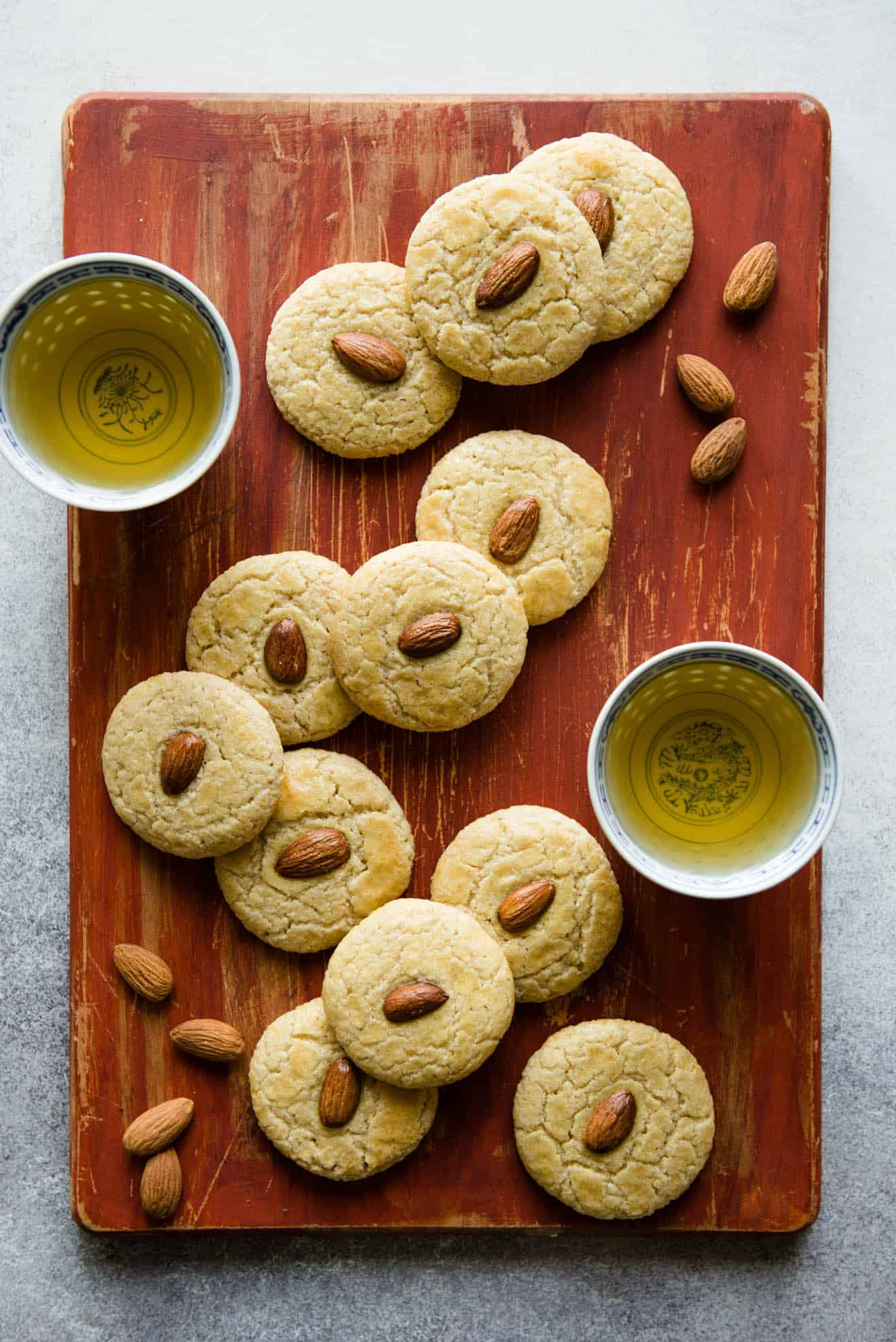 Gluten-Free Chinese Almond Cookies - great for the holiday season or for any party! #dessert #glutenfree