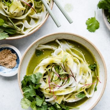 Easy Green Curry Noodles (Vegan)