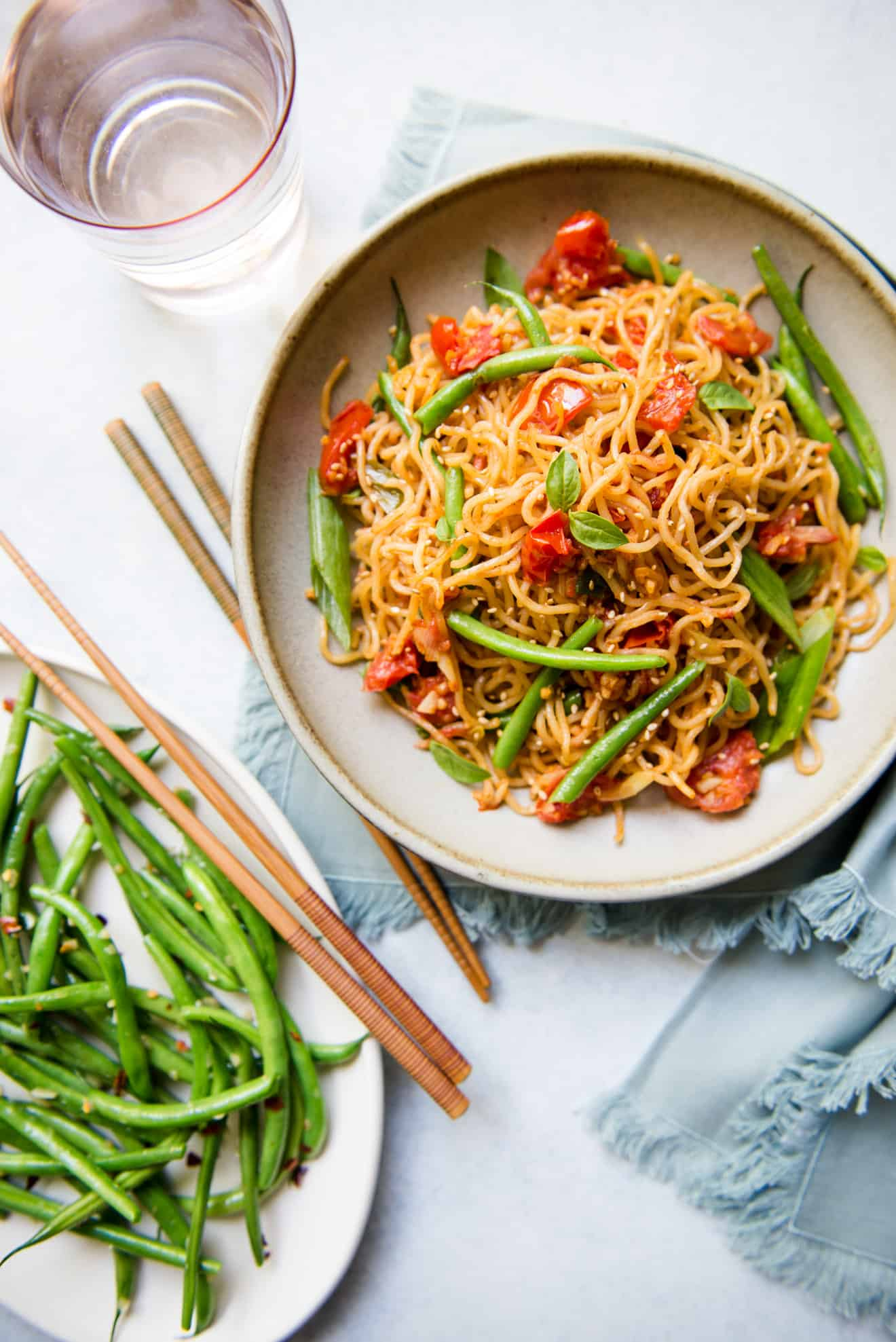 Vegetable Chow Mein with Tomatoes and Green Beans