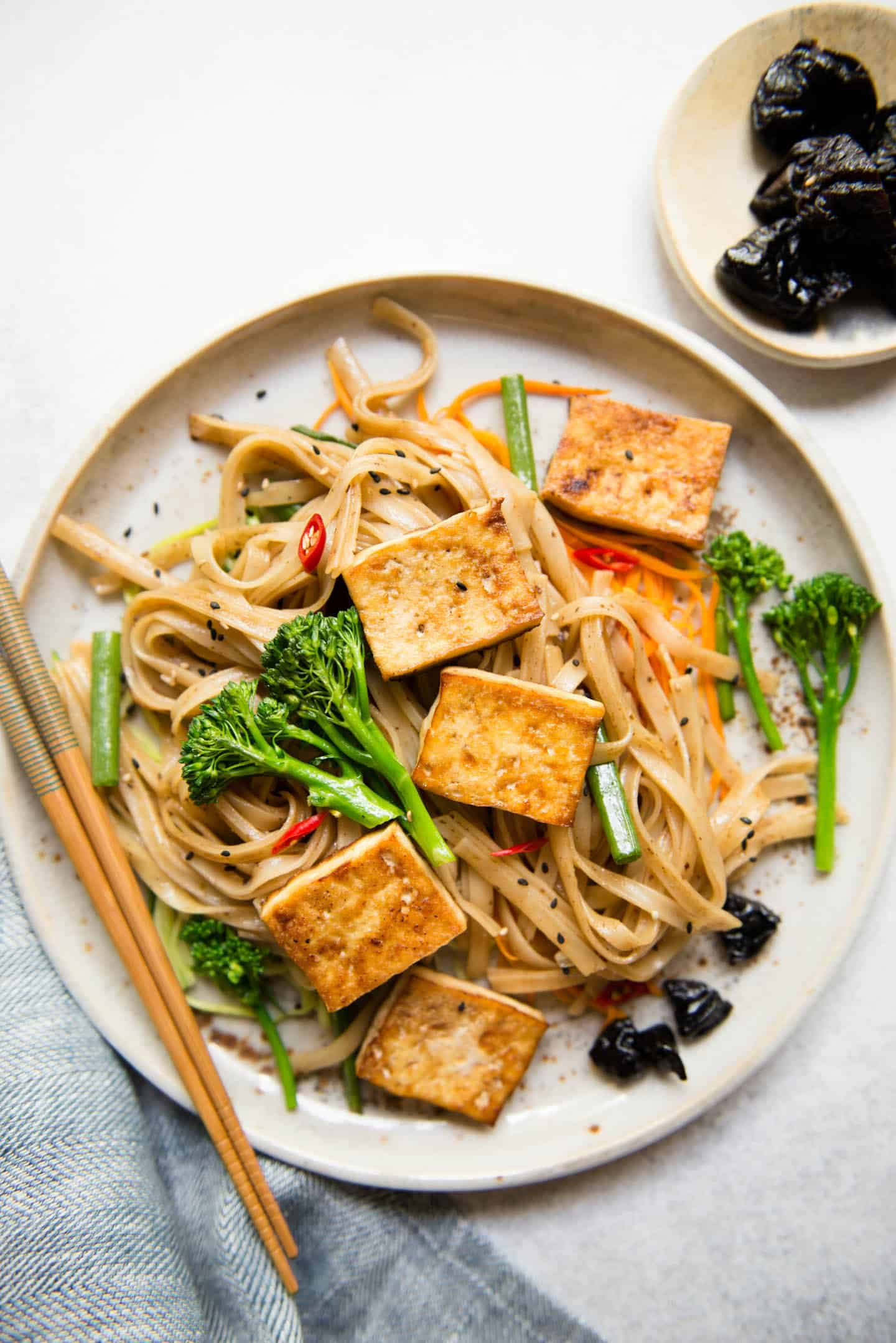 Tofu Stir Fry Noodles with Dried Plum Sauce
