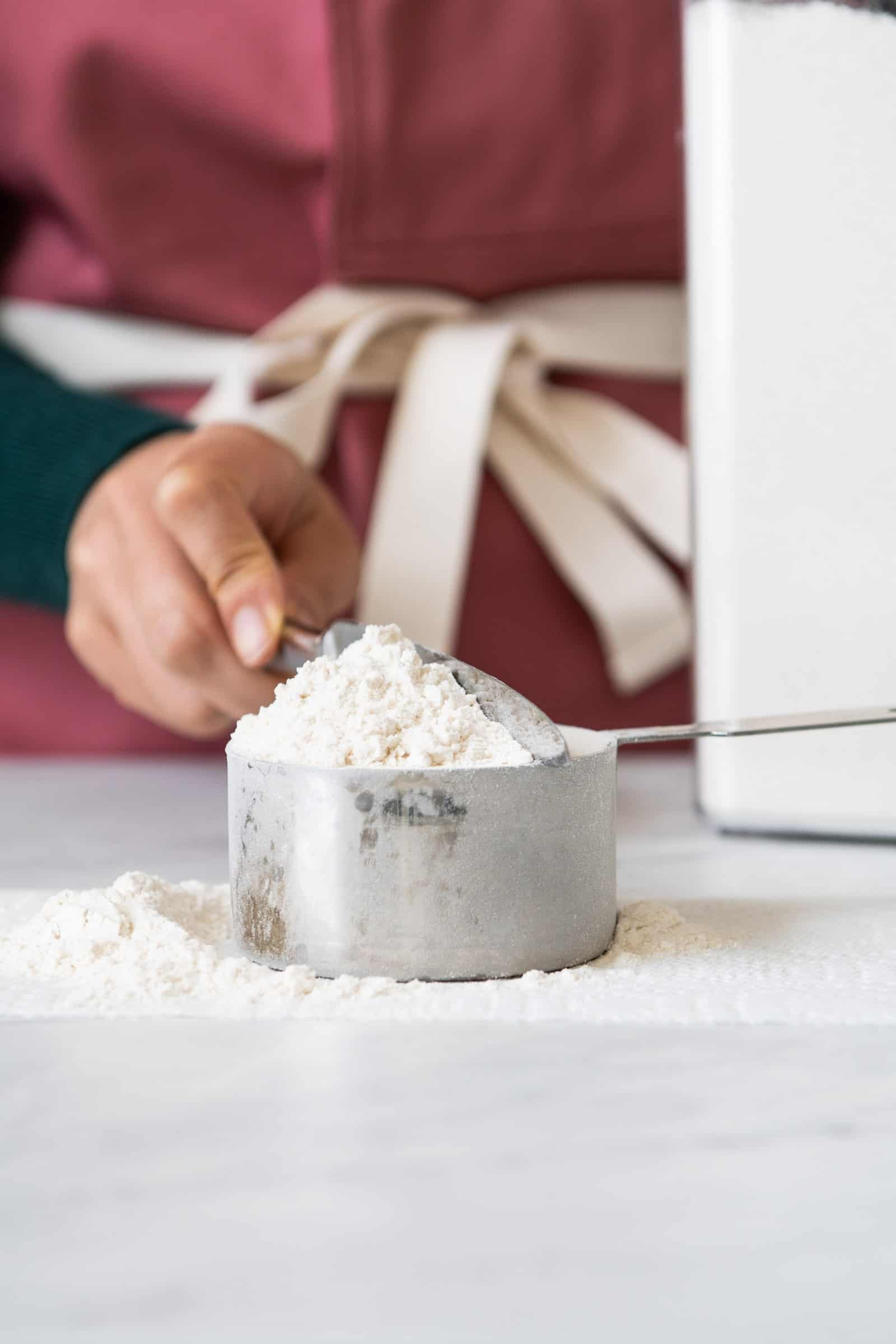 How to Measure Flour - leveling off flour at the top